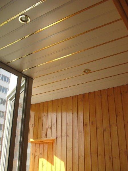 Выбираем и устанавливаем панели для потолка на балконе
