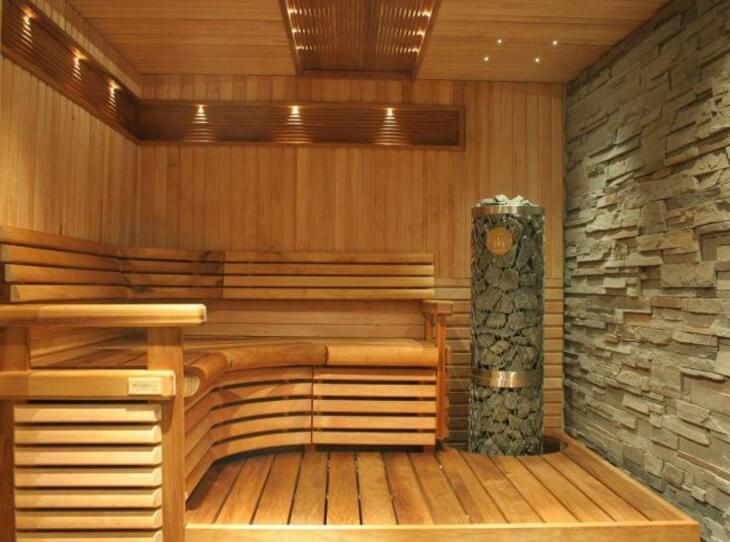 Подвал загородного дома: современная сауна