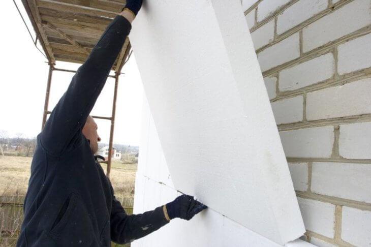 Утепление дома пенопластом: как правильно обшить дом пенополистиролом своими руками?