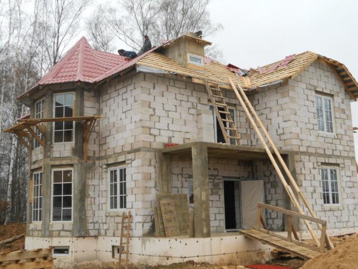 Секреты постройки и облицовки дома из пеноблока