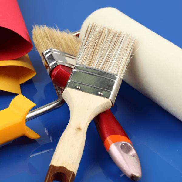 Чем покрасить деревянный дом снаружи своими руками: выбор краски