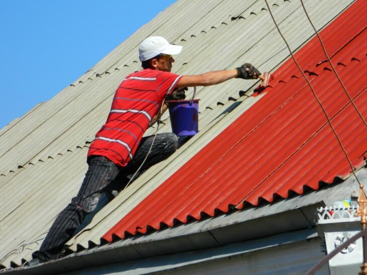 Чем покрасить крышу — варианты и способы